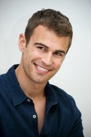 Theo James picture G737476