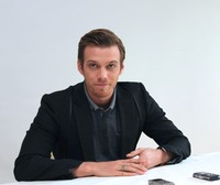 Jake Abel picture G738442