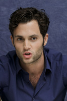 Penn Badgley picture G752426