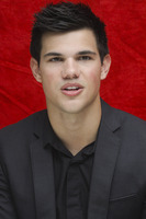 Taylor Lautner picture G752707