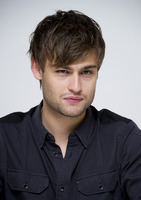 Douglas Booth picture G759509