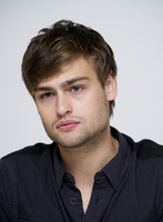 Douglas Booth picture G759510