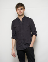 Douglas Booth picture G759515