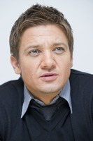 Jeremy Renner picture G761130