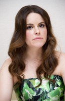 Emily Hampshire picture G766073