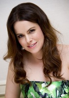 Emily Hampshire picture G766079