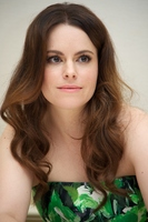 Emily Hampshire picture G774112