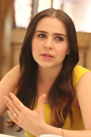 Mae Whitman picture G775229