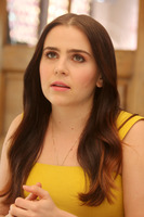 Mae Whitman picture G775230