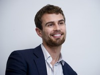 Theo James picture G775760
