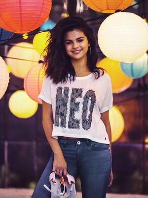 Selena Gomez poster G777726
