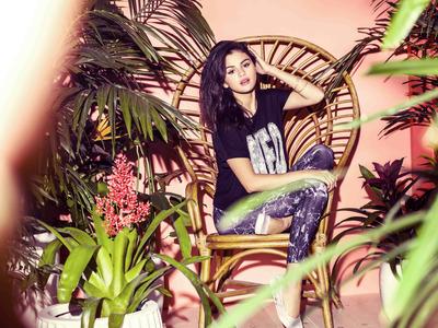 Selena Gomez poster G777739