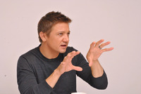 Jeremy Renner picture G338031