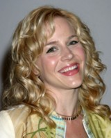 Julie Benz picture G81072