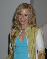 Julie Benz picture G81073