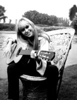 Susan George picture G816269