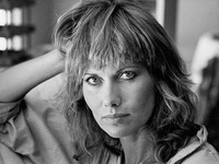 Maud Adams picture G819817