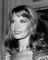 Maud Adams picture G819837