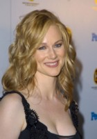 Laura Linney picture G83937
